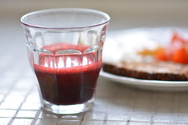 rødbede-saft-glas-morgenmad