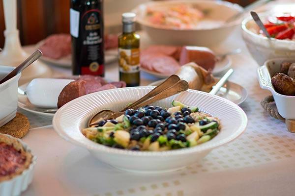 Salat med blåbær og perlebyg