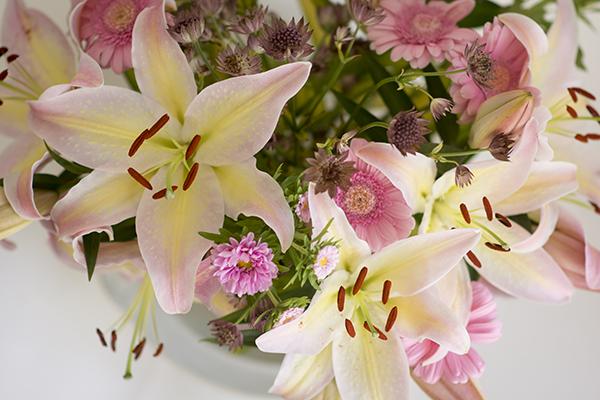 buket blomster liljer