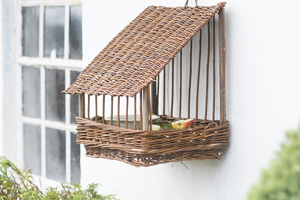 Fuglehus i pileflet / willow birdhouse