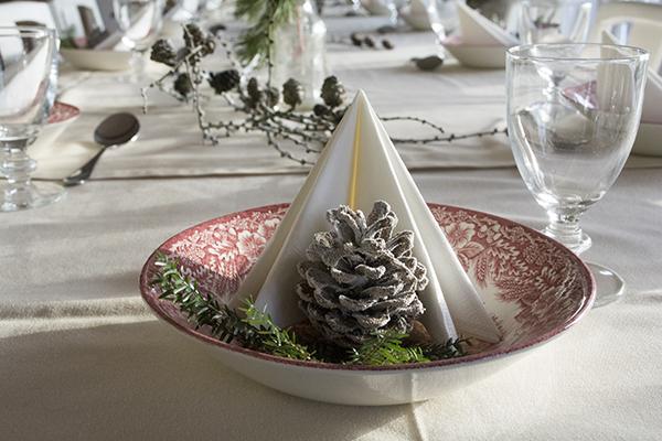 Julebord oppyntning med lærkegrene - borddekoration til jul 2013   www.vangelyst.dk