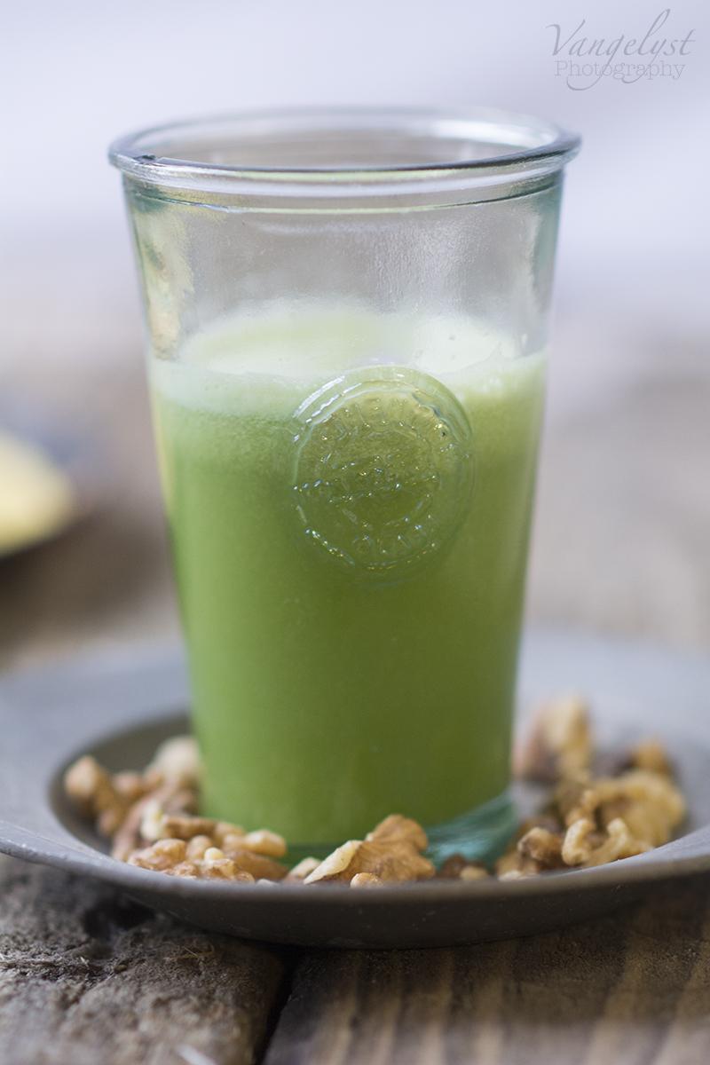 grøn vitamin juice valnødder - www.vangelyst.dk