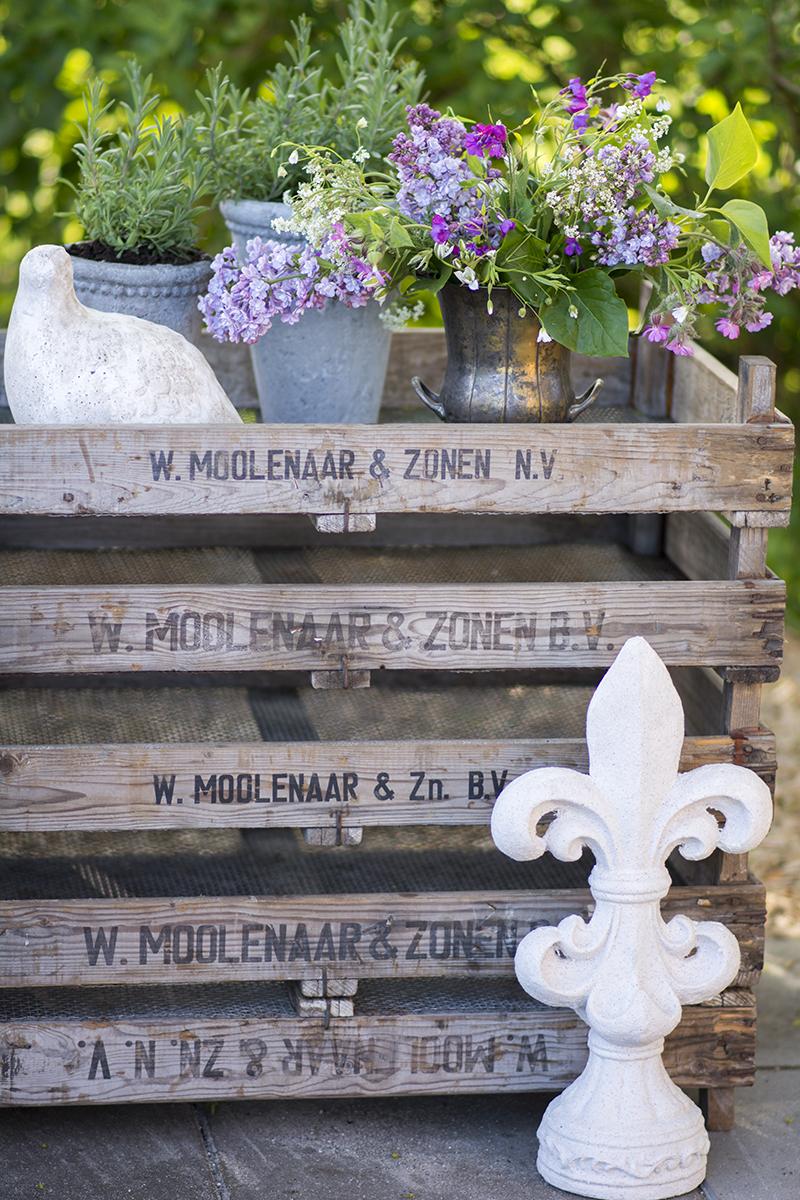 gamle løgkasser blomsterbord