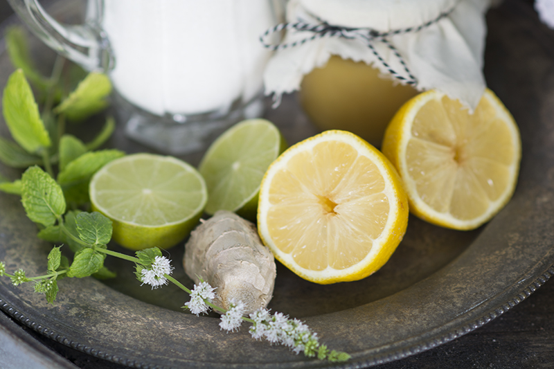 Hyldeblomstsaft med honning lime ingefær