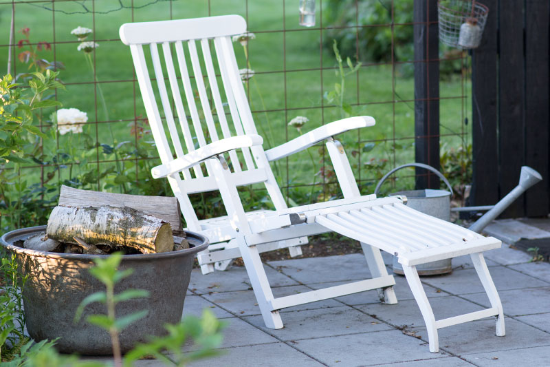 liggestol på terrasse - www.vangelyst.dk
