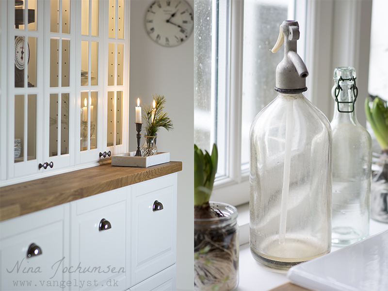 Vitrineskabe Bodbyn køkken og fransk sifonflaske - www.vangelyst.dk