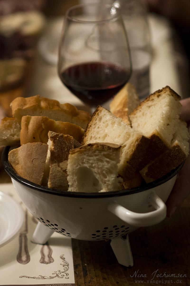 God restaurant i Rom Italien med brød og rødvin - www.vangelyst.dk