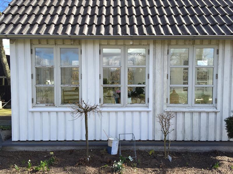 Havehus nymalet træbeklædning - www.vangelyst.dk