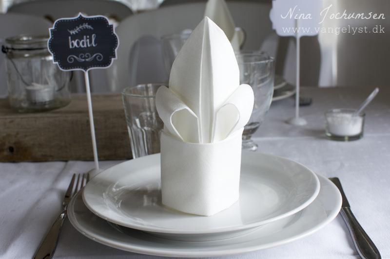Fransk lilje foldet serviet www.vangelyst.dk