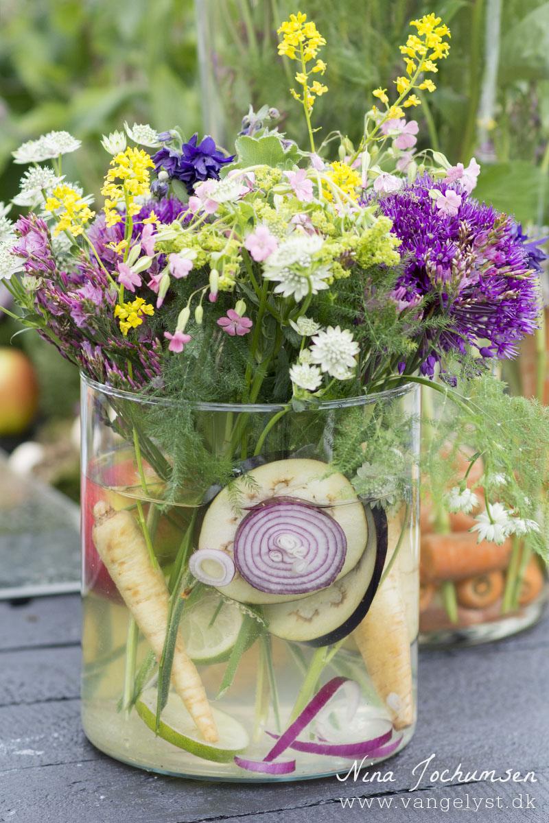 blomsterbuket med grøntsager - www.vangelyst.dk