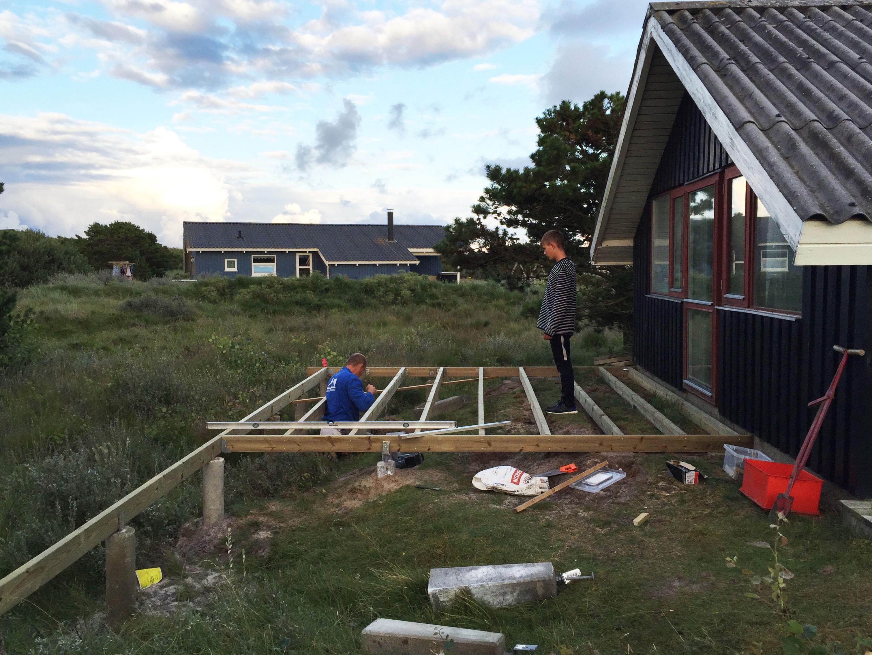 Ny terrasse sommerhus opstart - www.vangelyst.dk