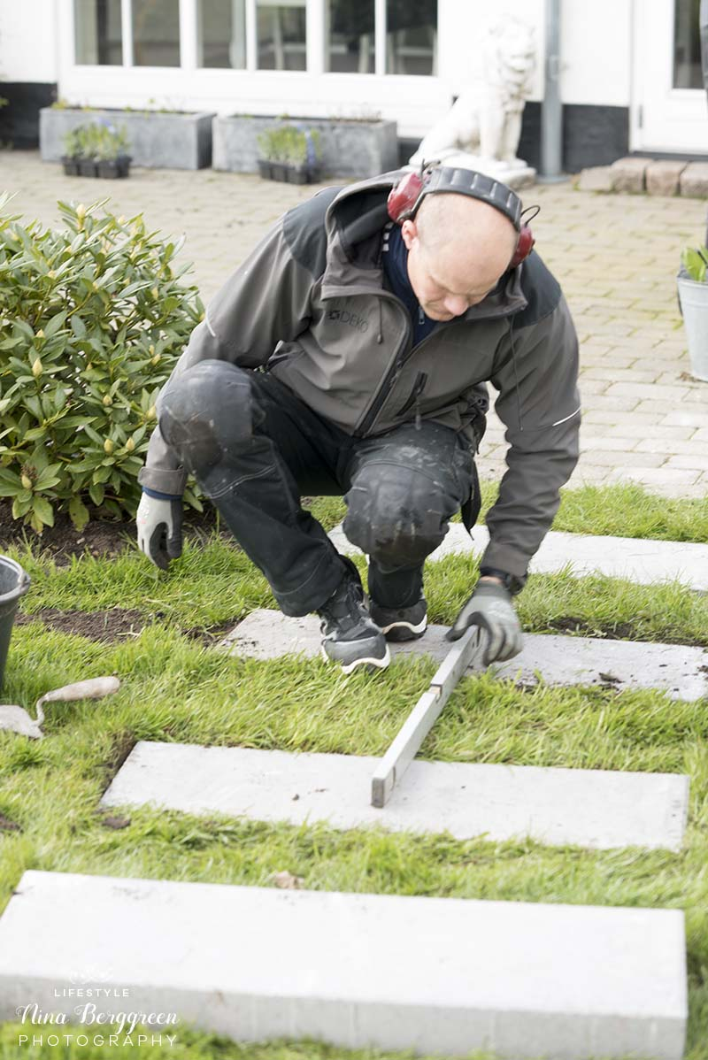 Havegang med fliser www.vangelyst.dk
