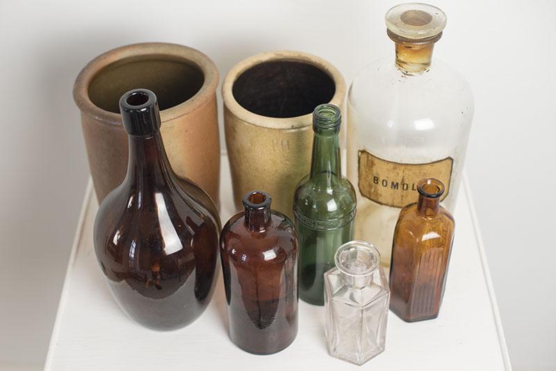 Nye loppefund - gamle flasker og et fint bord